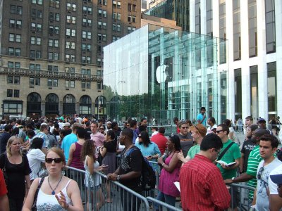 1024px-line-at-apple-store-in-nyc